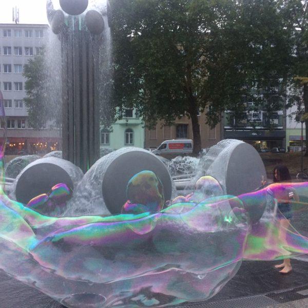Seifenblasendarbietung, Ebertplatz, August 2018, Foto: Nadine Müseler